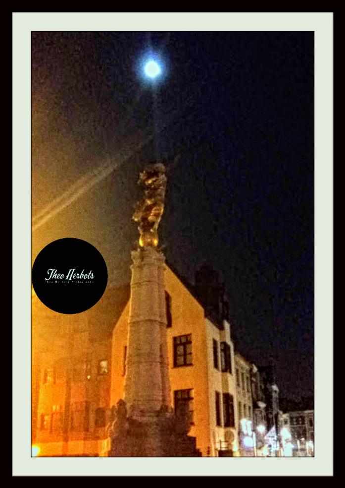 #Theo-Herbots-Fotografie fotoreportage #Tienen bij maanlicht. Vriendelijke Groet #Theo-Herbots-Fotografie